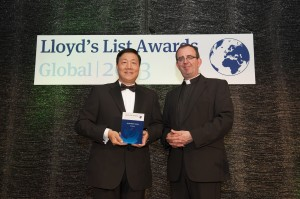 Richard Coles (right) presented the Environmental Award to Davis Lian (left), President of Evergreen Shipping Agency (UK)